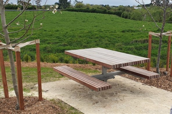 Auranga Picnic Table